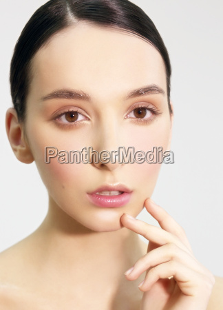 the womans face with natural make