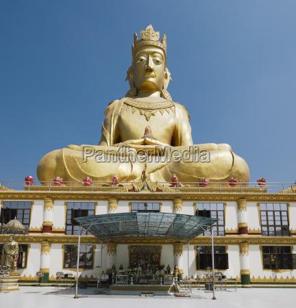 rakhine buddha statue at the mahar
