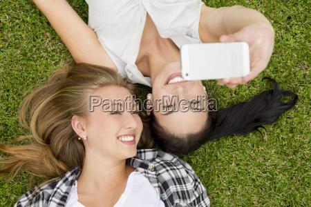 beste freunde nehmen selfies