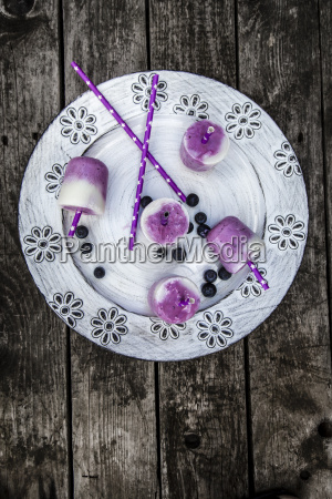 buttermilk blueberry ice cream in glasses