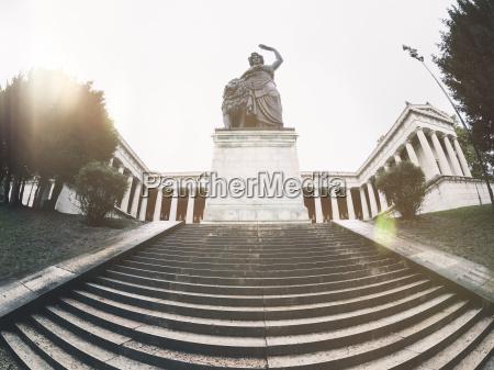 froschperspektive treppe treppen fahrt reisen historisch
