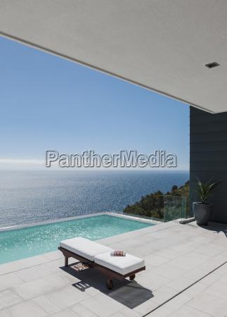 lounge sessel von infinity pool mit