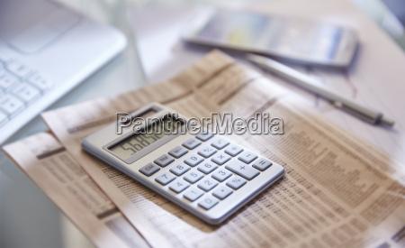 zeitung tageblatt buero schreibtisch makro grossaufnahme