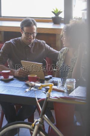 cafe stadtleben europid kaukasisch europaeisch kaukasier