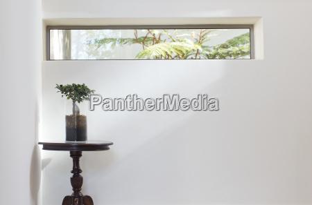 long window above table in modern
