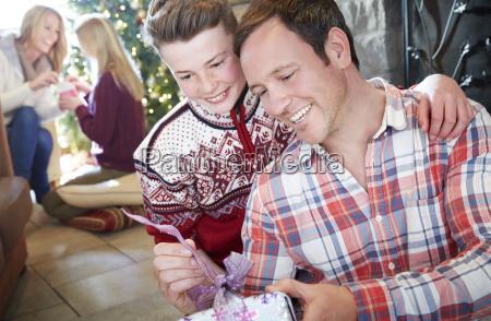 austausch zuneigung party feier fest geschenk