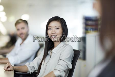 portraet zuversichtlich geschaeftsfrau im buero