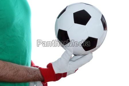 lederball in der hand