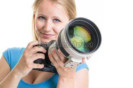 huebscher weiblicher fotograf mit digitalkamera