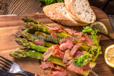 green asparagus with serrano ham