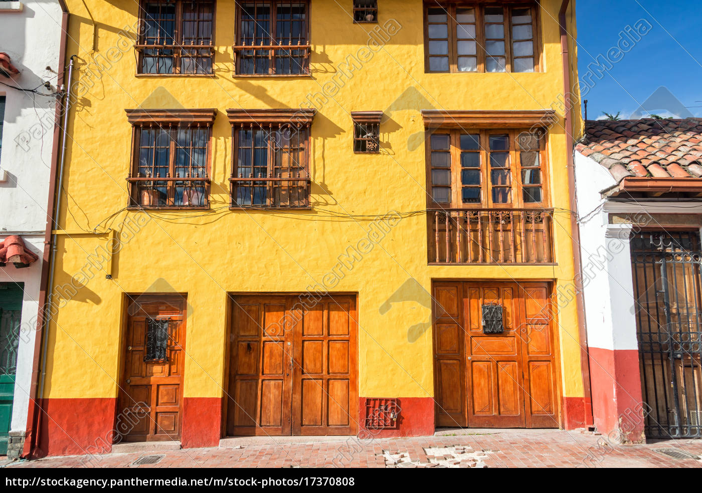 Gut gemocht gelbe und rote fassade - Lizenzfreies Foto - #17370808 QK22