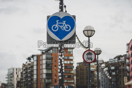 grossbritannien england london zeichen bikeway herzfoermig