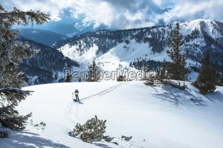 OEsterreich salzburg osterhorngruppe braunedelkogl wanderer im