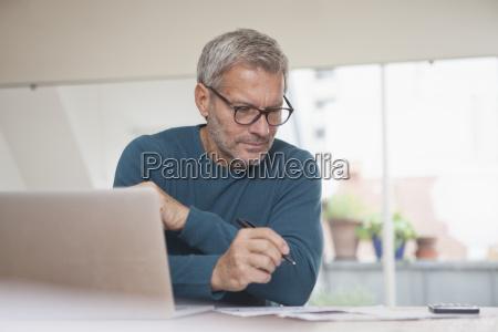 laptop notebook computer rechner portrait portraet