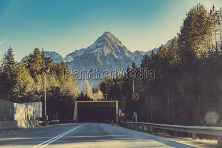 deutschland bayern tunnel und tempolimit zeichen