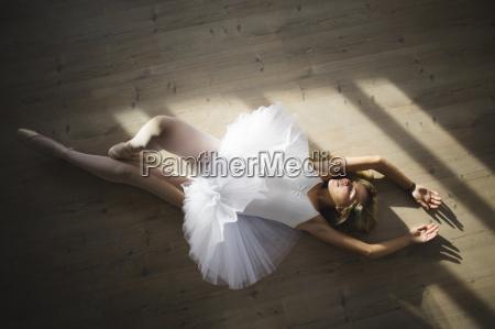 ballerina in einem tutu auf dem