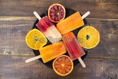 tafel aus vier verschiedenen hausgemachten orangeneis