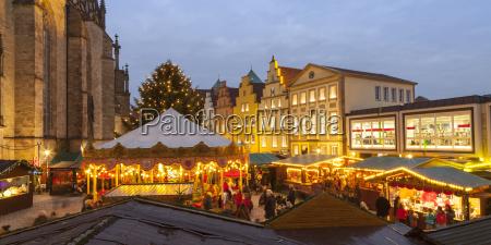 deutschland osnabrueck weihnachtsmarkt am marktplatz giebelhaeuser