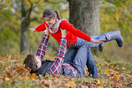 father holding daughter up like a