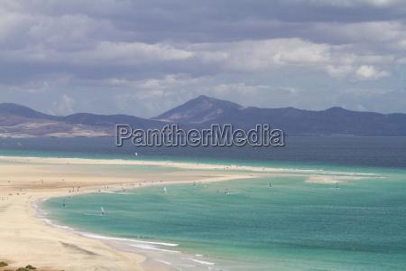 luftaufnahme von fuerteventura beruehmten strand von