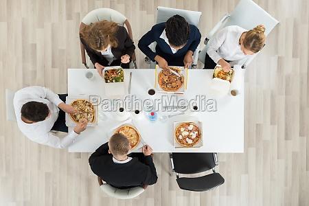 geschaeftskollegen essen essen