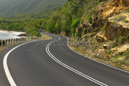 winding coastal road captain cook highway