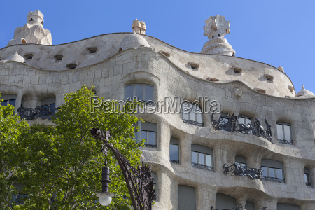 casa mila modernistischen gebaeude von