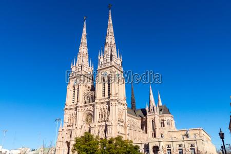 die beruehmte kathedrale von lujan in
