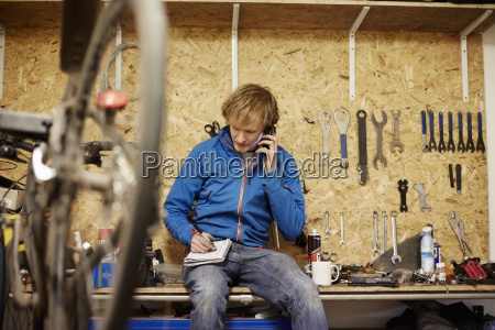 a young man using his smart