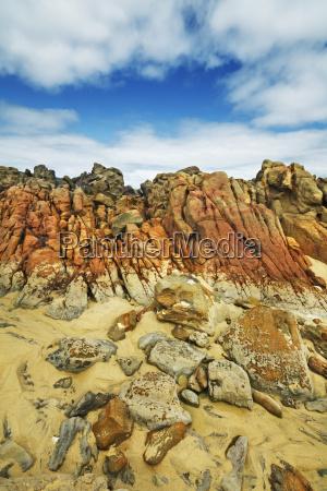 rocky coast at injidup leeuwin naturaliste