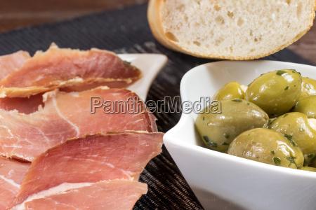 essen nahrungsmittel lebensmittel nahrung oliven schinken
