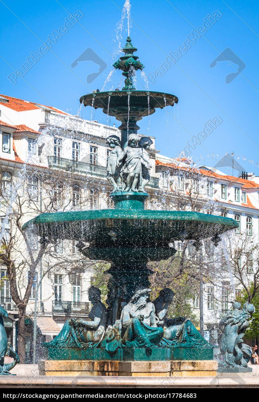 rossio-platz, mit, springbrunnen, im, baixa-distrikt, in - 17784683
