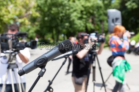 pressekonferenz mikrofon