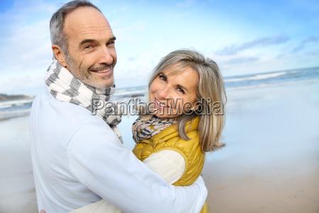 ritratto di amorevole coppia senior in