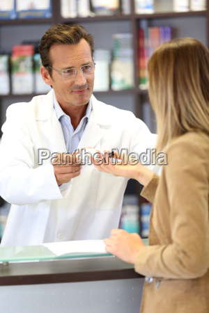 veterinarian giving medical advice to client