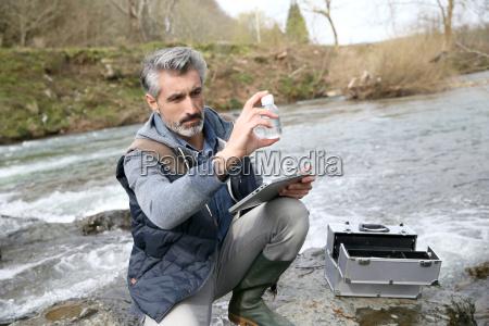 biologe pruefqualitaet der natuerlichen wasser