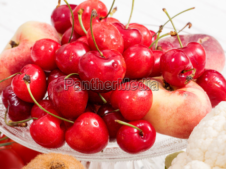 kirschen, und, pfirsiche, auf, weißen, holztisch - 17851104