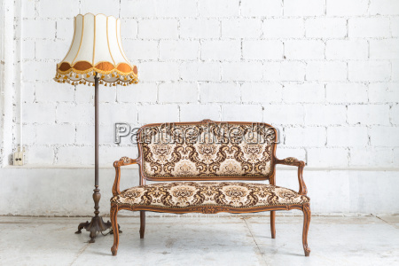 brown sofa couch lampe
