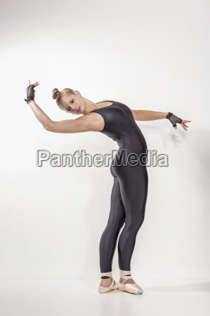 baletttraining of a young woman