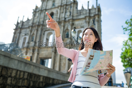 woman holding city map
