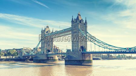 tower bridge ueber die themse london
