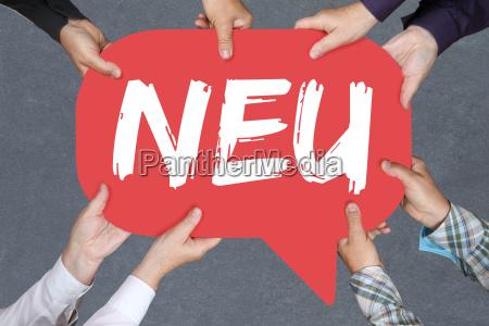 gruppe menschen halten neu neuheit hinweis