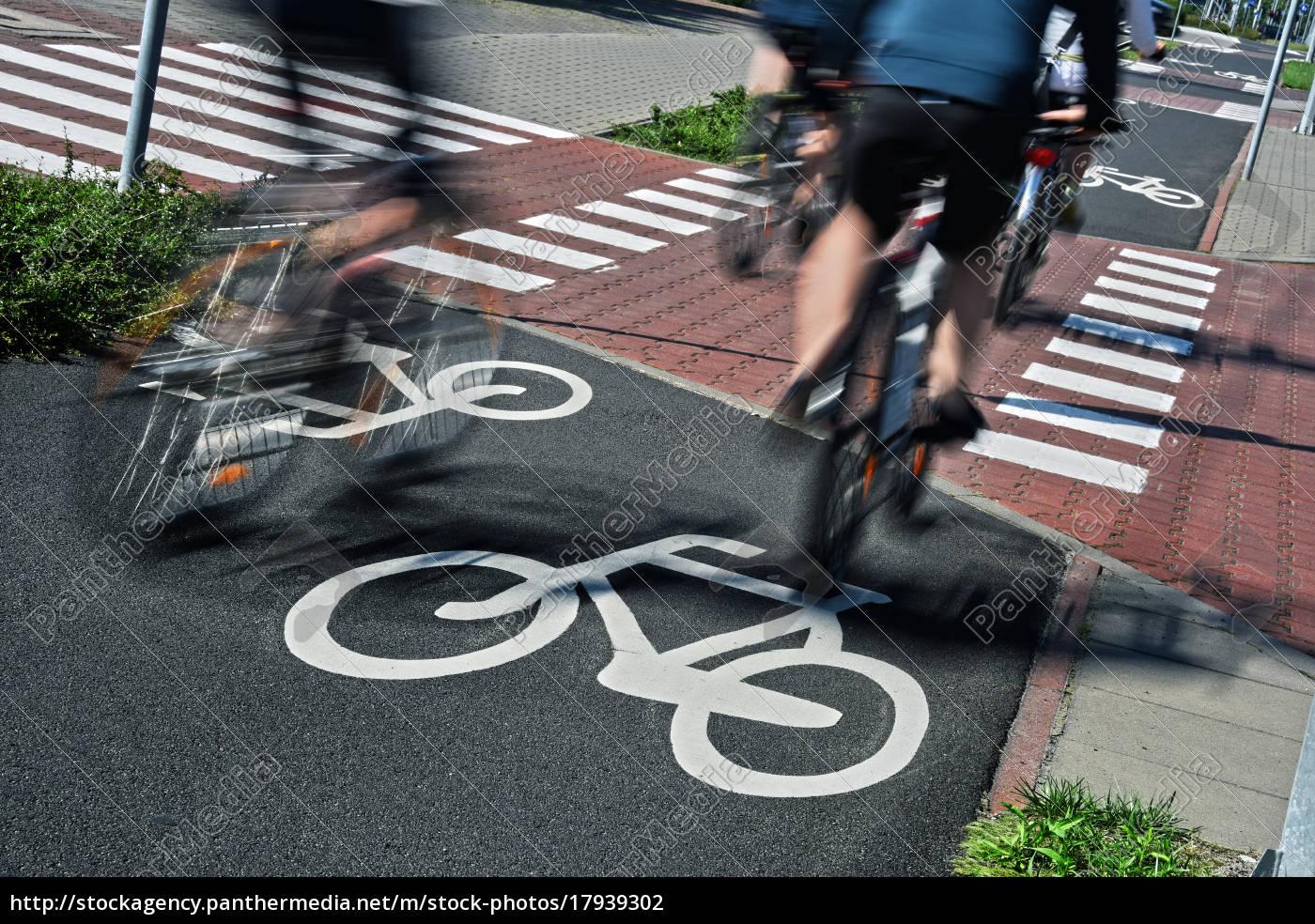 fahrradverkehrsschild, und, fahrradfahrer - 17939302