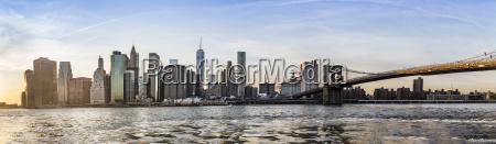 manhattan downtown urban view with brooklyn