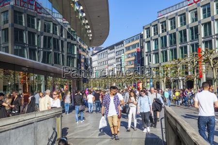 people walk along the zeil in