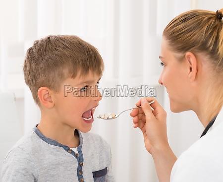 arzt der medizin um boy