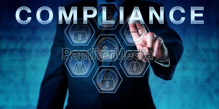 unternehmenspruefer der compliance beruehrt