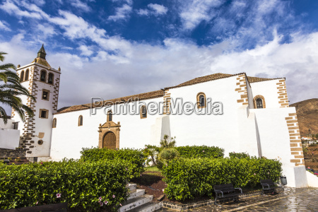 tower of church santa maria de
