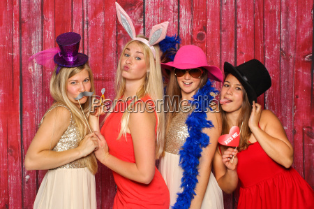 girl group with hats and bunny