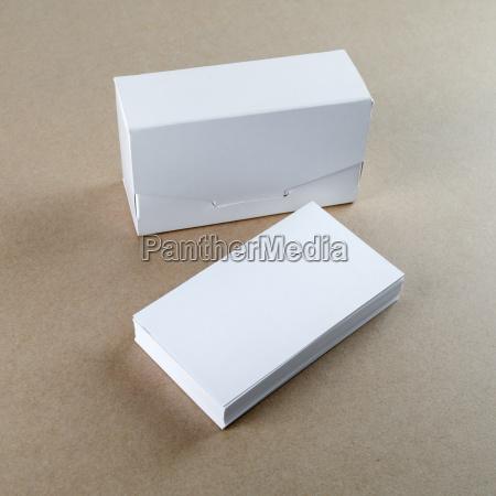 visitenkarten und eine box fuer sie
